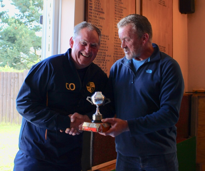 David Chard presents President Chris Odgers with the Grundy Cup