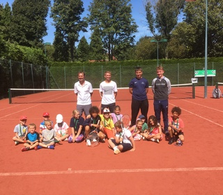 24 Happy Juniors improving their tennis