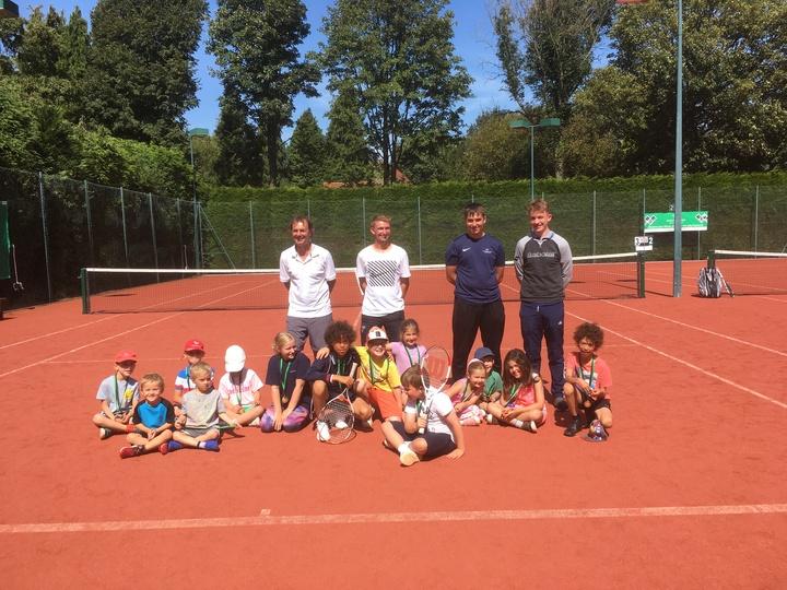 24 Happy Juniors improving their tennis