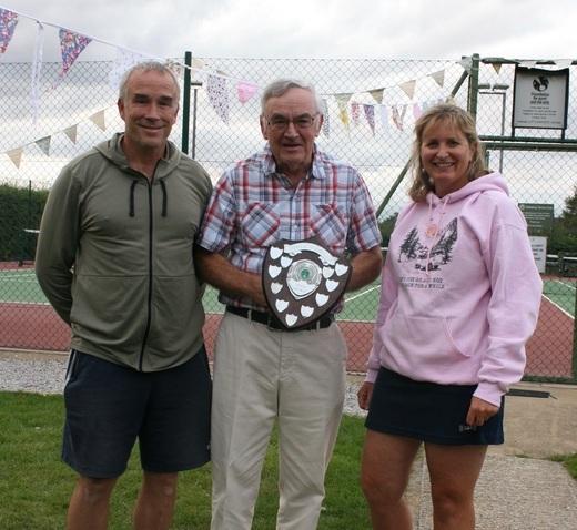 Graham & Nicola - Mixed Doubles Winners 2019