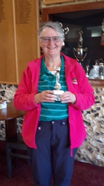 Jo Osborne winning the Bunny Smithers Trophy played for by Ladies Committee 6th Oct 20
