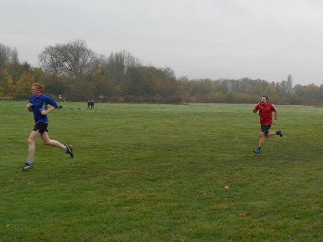 Steve Rix powers his way to the finish at the Huntingdon parkrun. (15/11/14)