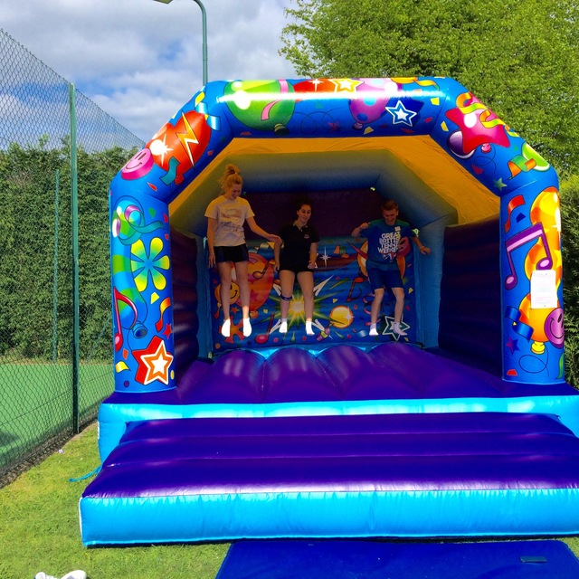 GREAT www.sunshinebouncycastles.co.uk