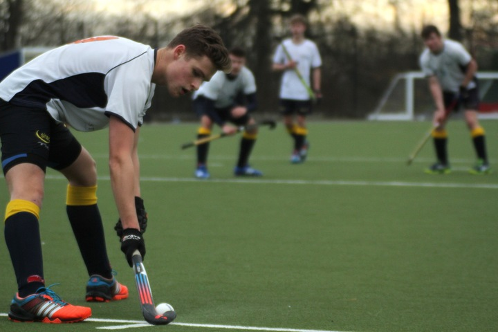 U18 Buccaneer Billy Braithwaite prepares to inject from a penalty corner.