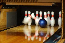 Ten pin bowling lane