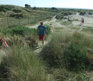Daddy/club coach Gary Sprake gritting his teeth as he tackles the next dune. His other daughter Ella also competed in these relays, flying around so quickly that she slipped the camera-ladies radar!